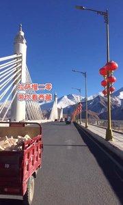 拉萨慢二零 带你看西藏! 雪后拉萨的天更蓝了,白白的雪山很有味道~ #西藏旅行 #拉萨骑行 #拉萨租自行车