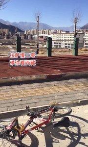 拉萨慢二零 带你看西藏! 骑行在柳梧新区的东山顶上~ #西藏旅行 #拉萨骑行 #拉萨租自行车