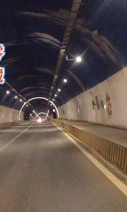 【嘀~】慢二零 帶你看西藏! 【嘀~】的隧道很漂亮,不過一會兒就要摸黑騎行了~ #拉萨骑行 #拉萨租自行车 #西藏旅行