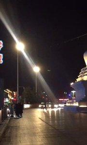 拉萨慢二零 带你看西藏! 布宫广场夜景妩媚动人~ #西藏旅行 #拉萨骑行 #拉萨租自行车