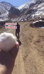 拉萨慢二零 带你看西藏! 西藏的雪,也可以打雪仗,一下让我想起2008年的新春~ #西藏旅行 #拉萨骑行 #拉萨租自行车