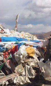 拉萨慢二零 带你看西藏! 新年上高山,祈福国泰民安,大家都能好好生活工作~ #西藏旅行 #拉萨骑行 #拉萨租自行车