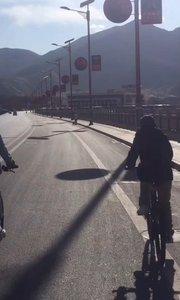 拉萨慢二零 带你看西藏! 牛年开年第一单,俱乐部和车友共骑拉萨河畔~ #拉萨骑行 #西藏旅行 #拉萨租自行车