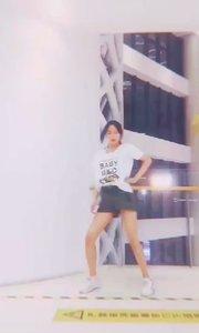 一起跳舞吧!韩老师一段舞蹈献给大家!#性感不腻的热舞 #我怎么这么好看