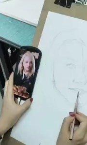 北京艺方学员崔百【嘀~】铅绘画哈利波特系列肖像作品之二《卢娜》 第一阶段#书画之美