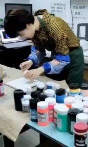 学美术选择北京艺方,学员王昭君丙烯流体绘画作品《水母》丙烯流体画作品#北京美术天班##丙烯流体绘画##北京丙烯绘画##书画之美