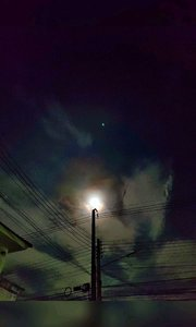 泰国的第一个中秋国庆! 日落红霞炊烟起, 乡愁青丝炙肉兮。 月圆中秋照西楼, 北望神州霜满头。#我的祖国生日快乐