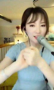花椒陈郁儿今天完美展出她的魔术天份,这就是传说中的歌手会魔术,谁也挡不住????