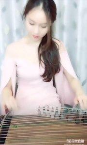 李蔓乐 . 古筝弹奏《欢乐的世界》.