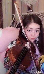 星光大道丹妮 . 小提琴独奏《云河》,音符精准到位,表演细腻生动,旋律优美动听。