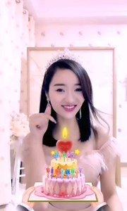 谢谢恋恋和哥哥们的生日蛋糕,谢谢你们在百忙之中来陪我过生日,么么哒