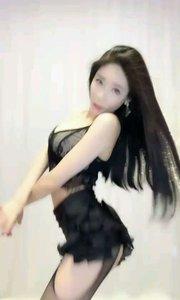 没有完美舞姿,也没有前凸后翘魔鬼身材!然而轻灵矫捷的她却像风一样!