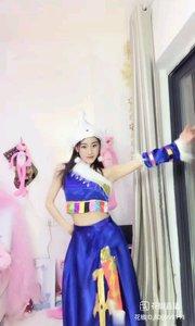 江城舞者欣宝er(106999111)化身藏族少女,舞动萨顶顶名曲,当真是舞美人甜少女气息弥漫,动作行云流水,舞姿翩翩!