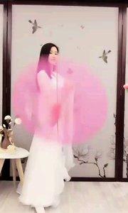 艾米(520520)盈盈舞姿飘飘若仙,仿佛仙子入凡尘!甜美俏丽尽显江南女子本色!