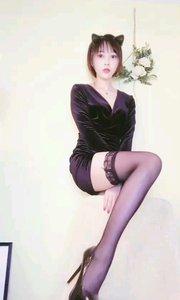 ☔雨雨YuYu5(88333999)肤白貌美大长腿,短裙黑丝细高跟,性感诱惑充沛你的肾上腺