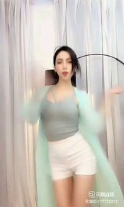 @- 你的小小兔*?  #爱跳舞的我最美 #性感不腻的热舞 #主播的高光时刻