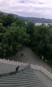雷峰塔上看西湖。