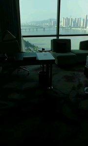 这个位置看湘江还是很美的。