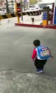 现在的小孩安全意识真强?