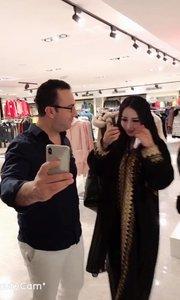 出国被各种外国人抓来当模特……老外们你们拿着自己的手机在干嘛??哈哈哈?