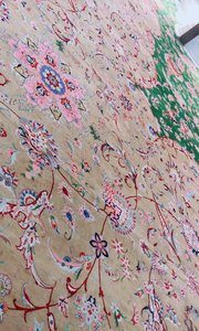 11位波斯少女用一年时间制造出来的波斯地毯……堪称世界之最