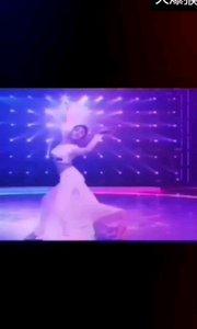 火爆猴舞蹈专区:ⅠD776677(舞蹈推送)配以这首当前最流行音乐,做点特效搭配形成了民族舞蹈与流行音乐结合,是否欣赏符合你的心情?看更多不一样舞蹈去主播直播间领略各种舞美风情!@✨火爆猴? @花椒热点 #性感不腻的热舞