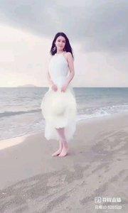 沙滩上的艾米