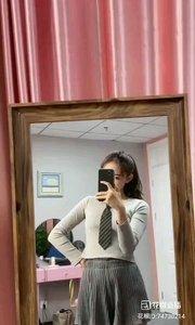 镜中的我  镜中的我绽放着青春 镜中的我展现着自己…