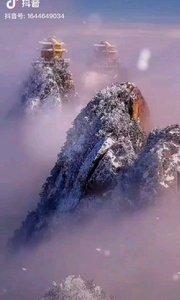 《中華魂》  千年飛雪鑄忠魂 萬古不變愛國情 中華山河多錦秀 挺胸揚眉龍傳人…