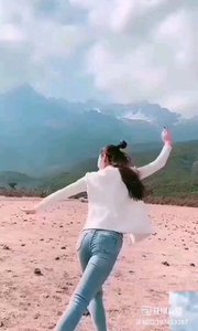 《奔放的舞蹈》  優美的樂曲,奔放的舞姿。 迷人的景色,完美如畫…