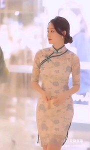 《麗人》  輕輕的你走來 如一陣輕柔的風 美麗的身影如一朵花 芬芳絢麗美艷無比…