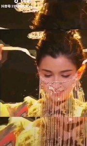 《東方麗人》  一鳴驚人震天下 美侖美奐我中華 民族之花千般美 萬花齊放滿華夏……
