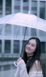 《雨中》  綿綿細雨 充滿詩意 雨中放歌 更加別具…