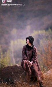 《觅》  一直在寻找 心中渴望的宁静 在喧嚣的世界中 只有它 更显得那样珍贵  世上的幸福 会有千种万种 但只有它是我唯一 我愿它 一生伴随我 直至走尽一生的旅程  多想得到 那渴望中的宁静 但分外喧嚣的世界中 它却是那么难寻 只有你彻底看透了 这诱惑繁多的红尘 才能够得到 那内心真正的安宁……