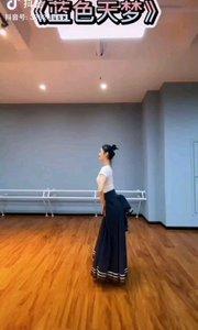 《飛翔的心》  輕輕的一段舞 放飛我的心 舞姿飄逸美 心隨舞在飛……