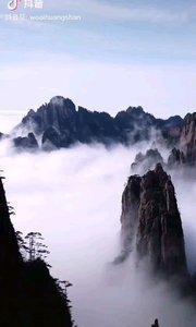 《秀美山河》  漫漫層霧 峻秀群峰 山河壯麗 中華綿繡……