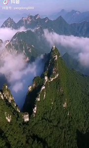 《中华魂》  如一条巨龙 俯卧在峻岭之中 守卫着华夏的永久安宁 任凭狂风骤雨电闪雷霆  它是中华民族的象征 从不屈服外力的威震 宁死不屈百折不挠 自强不息顽强崛起……