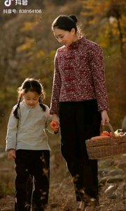 《时光,你慢点走》  时光,你慢点走, 让我在妈妈身旁多伴留, 这幸福的时光真美丽, 真想让它永久,永久……