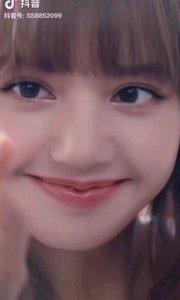 《冬尼娅式的眼神》  记得在读初中的时侯 我特喜欢邻班上的一位女生 因为她有一双冬尼娅式的眼神 那可能就是我爱的萌动……