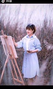 《画中人》  我用彩笔画世界 哪知我成画中人 美丽的世界多可爱 我用一生去画它们……