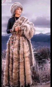 《卓玛》  辽阔的草原我的家 白云之下驰骏马 风吹雨打花儿艳 美丽的姑娘叫卓玛……