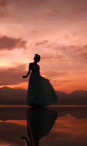《影》  你的倩影那样美丽 那是你怒放的青春 它点燃了你青春的火焰 它照耀着你大步前行……