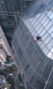 60层高楼,无任何保护,最惊险滑滑梯,分分秒秒吓晕你,危险动作,请勿模仿,谢谢