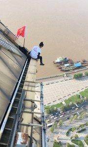 50层高楼,最惊险滑滑梯,危险动作,请勿模仿,谢谢