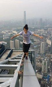 【极限咏宁】武汉越秀财富中心,68层330米,危险动作,请勿模仿,谢谢