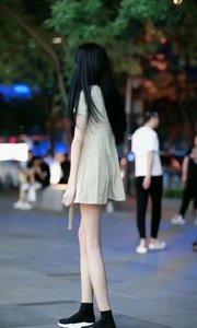 小美女的腿好白啊#夏日清凉美女多