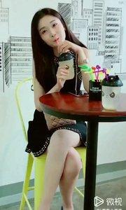 小姐姐喝东西样子好美啊?#夏日清凉美女多