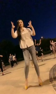 美女跳广场舞#户外动起来