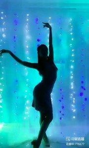 舞者火爆猴《我在纳林湖等着你》1.1#主播的高光时刻 #我怎么这么好看 #剪影舞