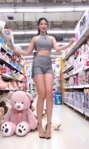 来超市里跳舞??